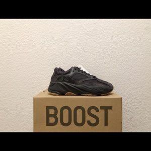 SZ 5.5/ Yeezy Boost 700 'UTILITY BLACK'